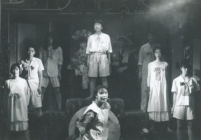 少年王者舘『マバタキノ棺(再演)』(1991年)。 [撮影]羽鳥直志