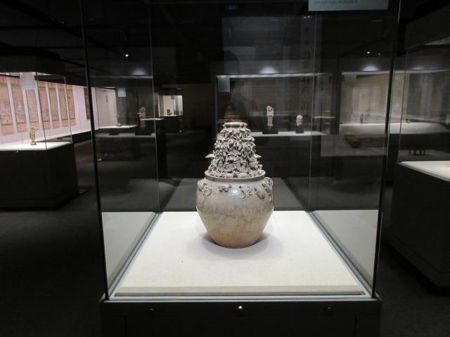 伝来初期での中国人の仏教観を読み解く鍵となる「青磁神亭壺」