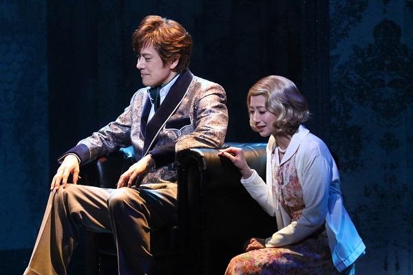 (左から)山口祐一郎、大塚千弘  写真提供:東宝演劇部
