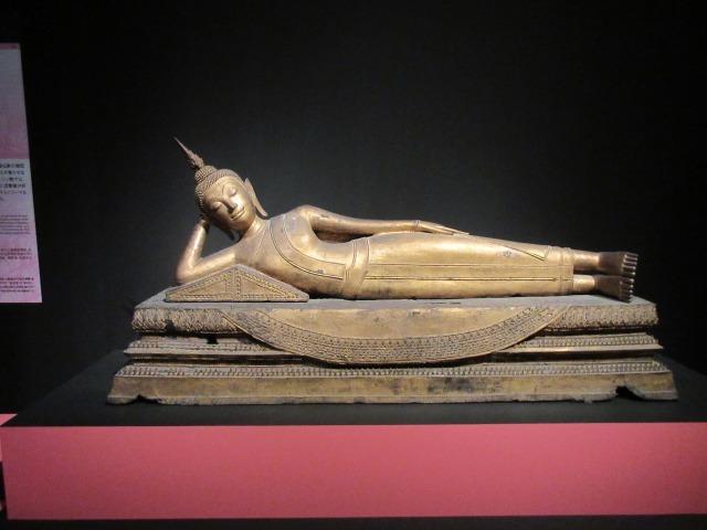 釈迦が入滅する姿を描いた「仏陀涅槃像」