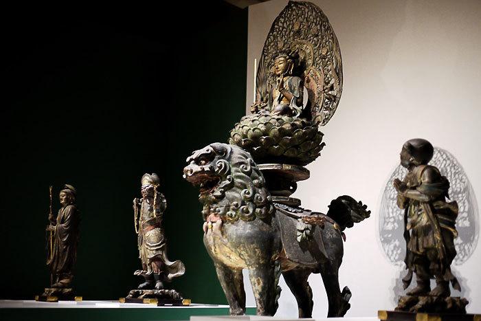 文殊菩薩騎獅像および侍者立像│康円作 鎌倉時代・文永10年(1273)東京国立博物館