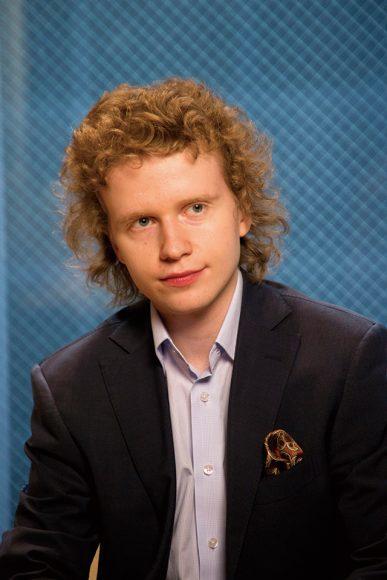 ニコライ・ホジャイノフ(ピアノ)