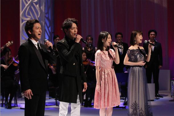 左から石丸幹二、山崎育三郎、生田絵梨花(乃木坂46)、新妻聖子。(c)フジテレビ