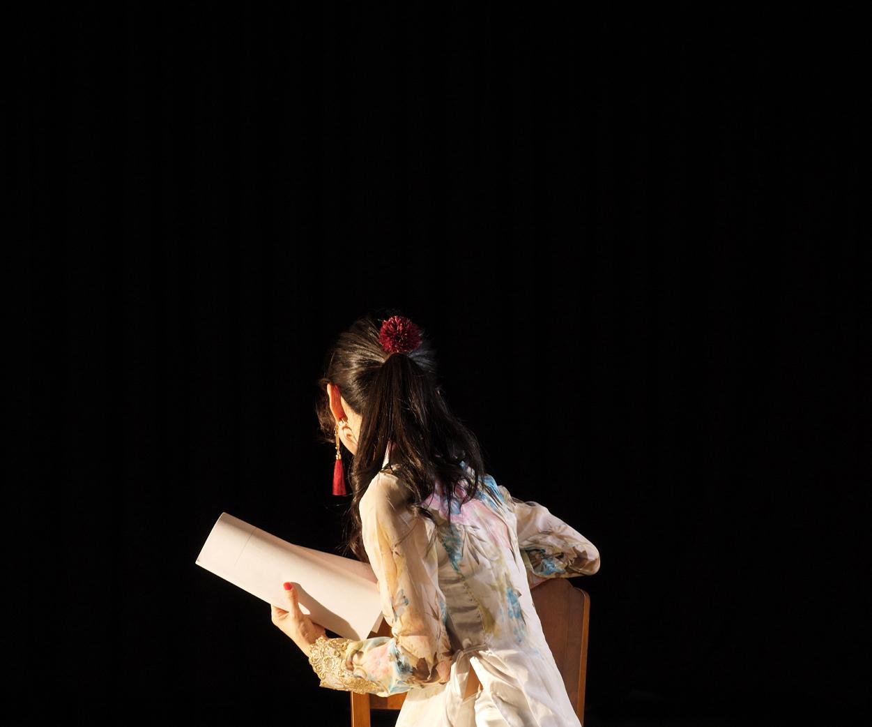 《楽屋で台本を読む女》2017-18 プロダクションショット