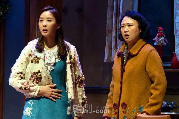 初舞台とは思えない落ち着いた演技を見せたモニカ役のイ・チョンア(左)と、ソフィア役のグ・ヘリョン