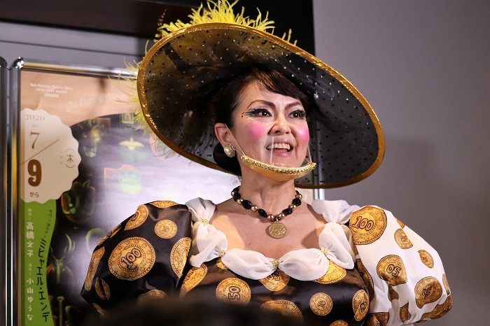 あめくさんのマスクは役柄に合わせてゴールドの飾りがついていました!