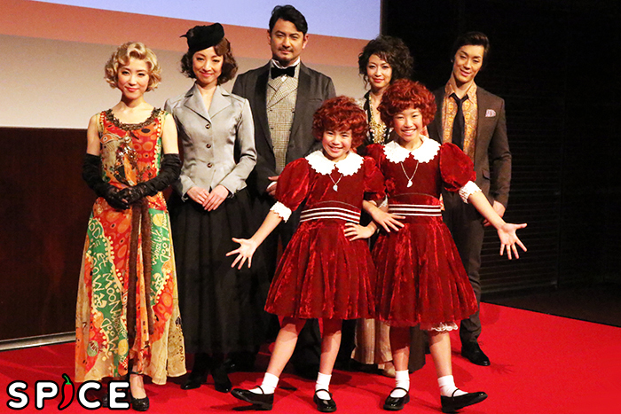 (前列左から)新井夢乃、宮城弥榮、(後列左から)山本紗也加、白羽ゆり、藤本隆宏、辺見えみり、青柳塁斗