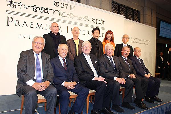 ラファラン元仏首相、ディーニ元伊首相、ルアーズ元米国国連協会理事長、パッテン英オックスフォード大総長、レーマン独ゲーテ・インスティトゥート総裁、中曽根康弘元首相
