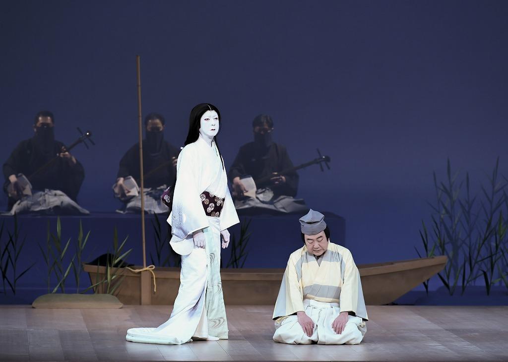 第三部『隅田川』左より、斑女の前= 坂東玉三郎、舟長=中村鴈治郎 /(C)松竹