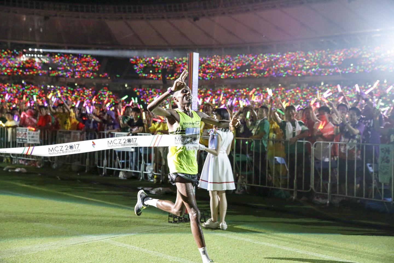 『ももクロ夏のバカ騒ぎ2017 -FIVE THE COLOR Road to 2020- 味の素スタジアム大会会場』2日目サイラス・ジュイ Photo by HAJIME KAMIIISAKA+Z