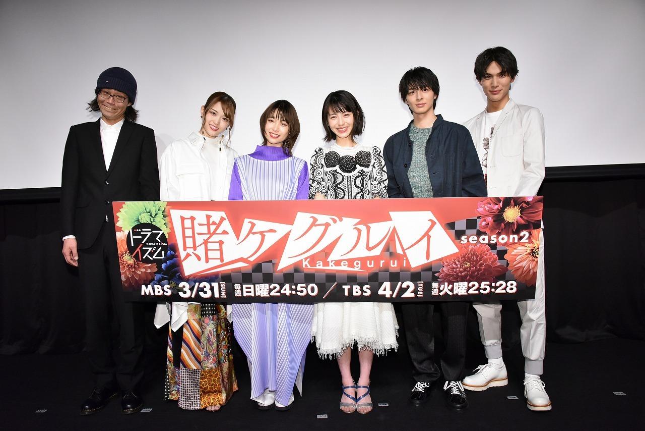 左から、英勉監督、松村沙友理(乃木坂46)、森川葵、浜辺美波、高杉真宙、中川大志、