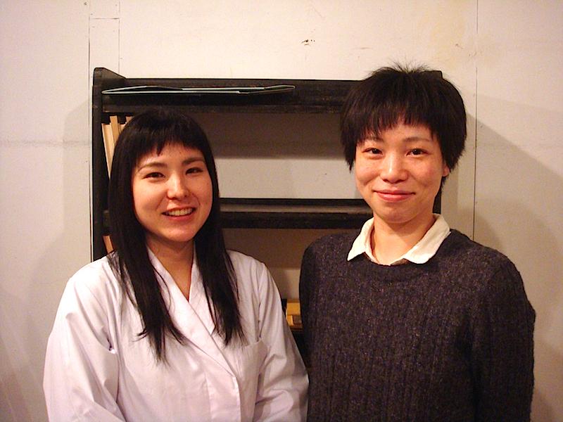 左から・出演者の秋葉由麻と古家暖華