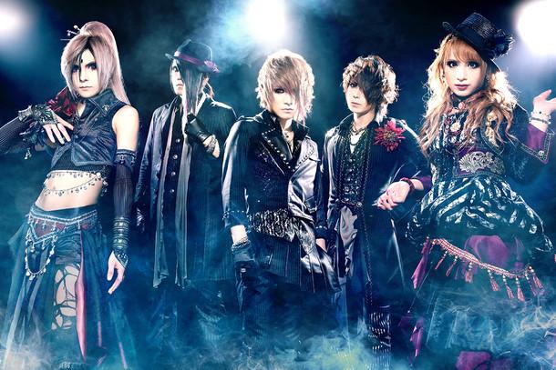 Jupiter。左から2番目がMASASHI(B)、4番目がYUKI(Dr)。