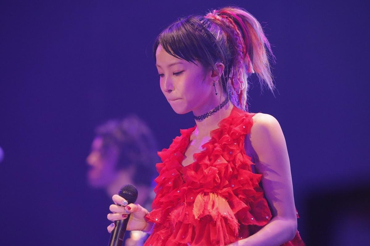 赤いドレスが似合うLiSA