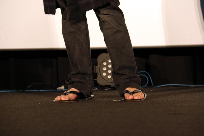 マイケル・ジャクソンはこんな雪駄を履きません…よね!?