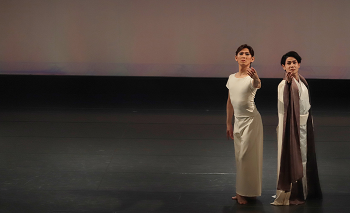 『Lumières de l 'Est~東方からの光~』(左から)緑間玲貴、平敷勇也 (撮影:仲程長治)
