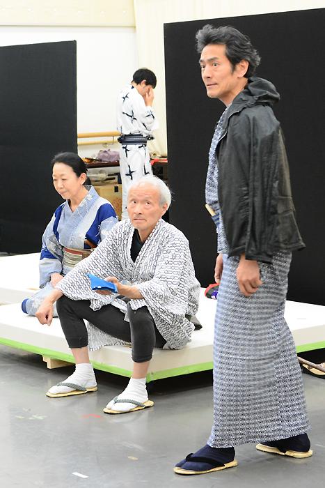 左から梅沢昌代、花王おさむ、菊池均也 明後日プロデュースVol.2 芝居噺「名人長二」