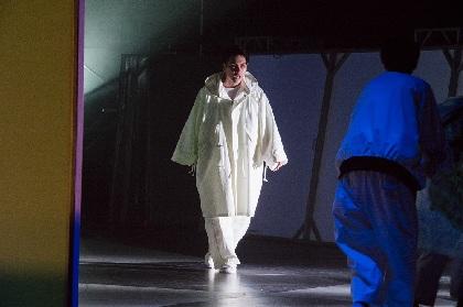 作・演出 藤田貴大、柳楽優弥主演 悪の相克を描くヒーローの物語『CITY』が開幕 舞台写真とコメントが到着