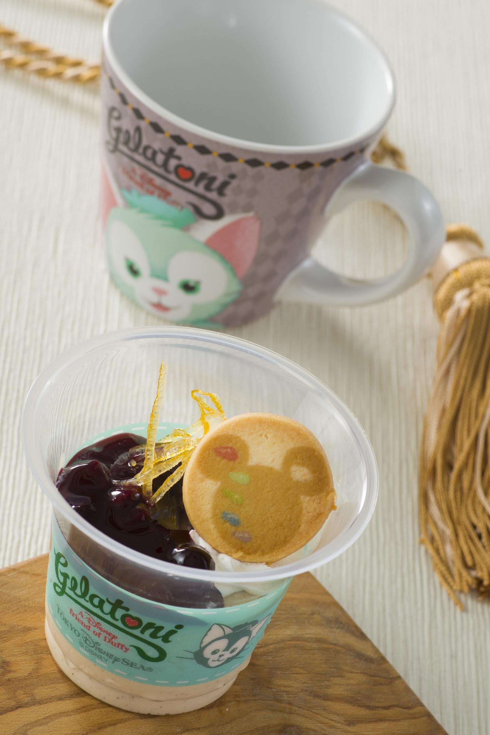 紅茶のムース、スーベニアカップ付き  ©Disney