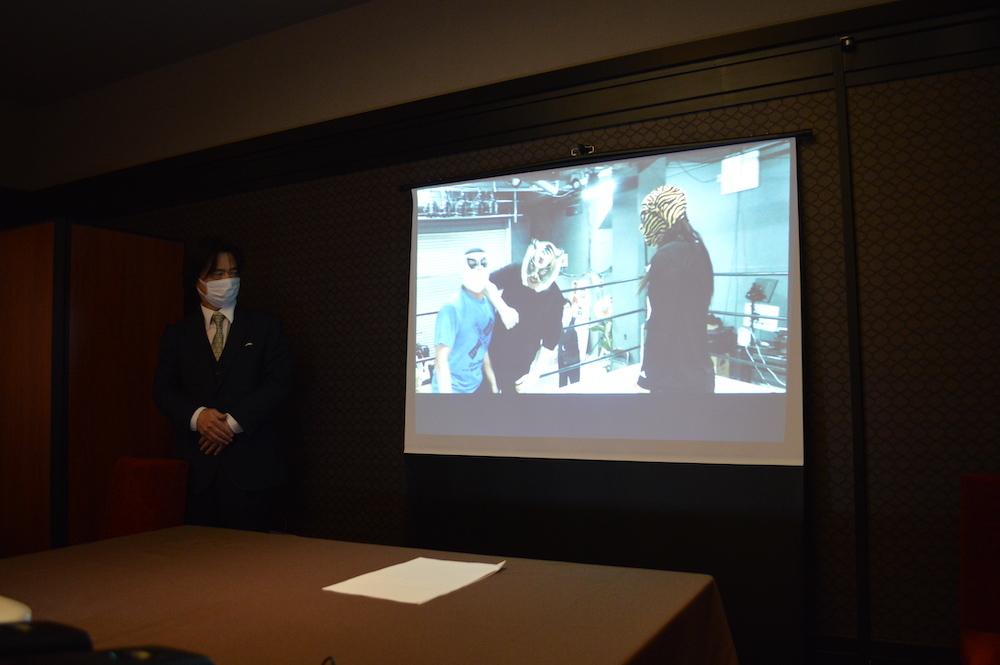 初代タイガーマスクから指導を受けるタイガー・クイーンの映像