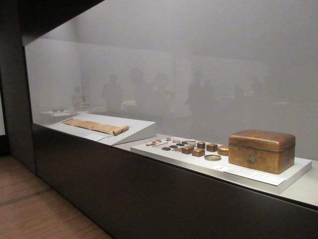 龍宮伝説の由来をもつ重要文化財「松梅蒔絵手箱および内容品」と「浦島絵巻」