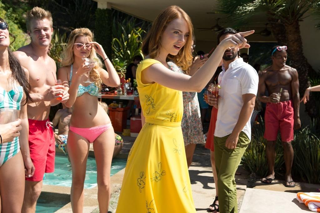 EW0001: Sebastian (Ryan Gosling) and Mia (Emma Stone) in LA LA LAND. Photo courtesy of Lionsgate. (C) 2016 Summit Entertainment, LLC. All Rights Reserved.to courtesy of Lionsgate.
