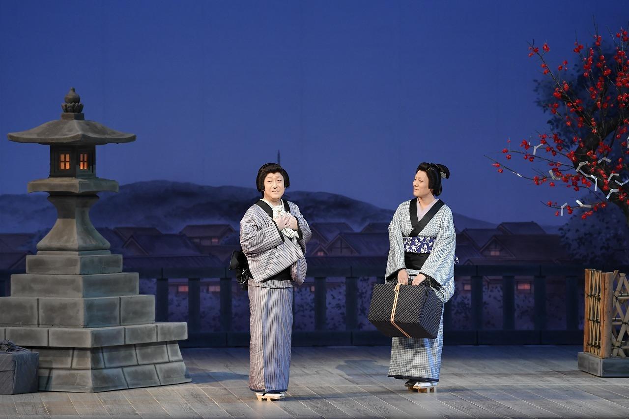 第一部『お江戸みやげ』(左より)お辻=中村芝翫、おゆう=中村勘九郎 /(C)松竹