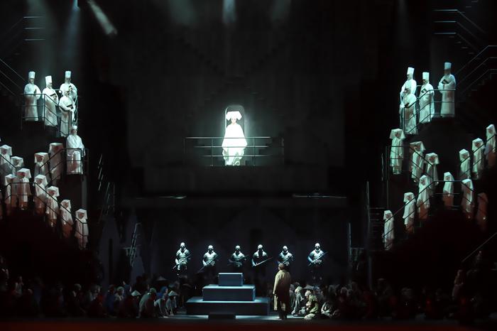 「オペラ夏の祭典2019-20 Japan↔Tokyo↔World」《トゥーランドット》  (撮影:長澤直子)