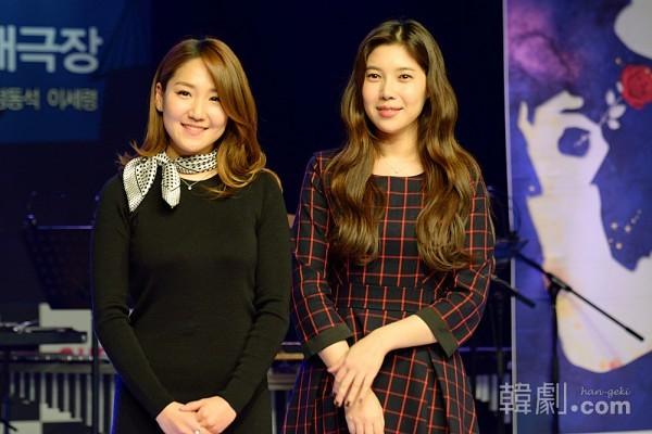 イサベル役のムン・ジナ(左)とペ・ダへ