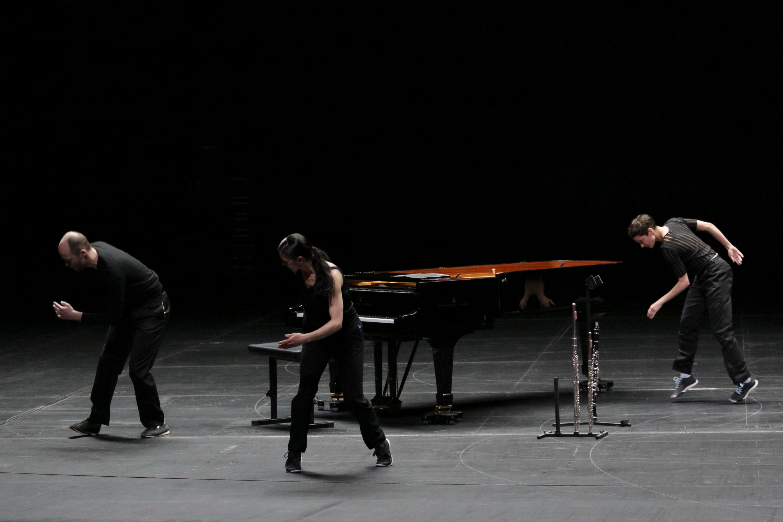 ローザス&イクトゥス「時の渦-Vortex Temporum(ヴォルテックス・テンポラム)」 東京芸術劇場プレイハウス (撮影:アーノルド・グロッシェル)