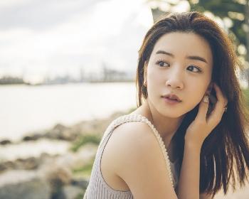 女優・永野芽郁のキュートな笑顔から大人っぽい表情まで 10代最後の姿を切り取る写真集『moment』から新カットを解禁