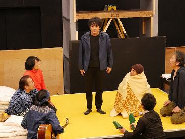 文学座アトリエの会が戌井昭人の新作戯曲『いずれおとらぬトトントトン 』を上演