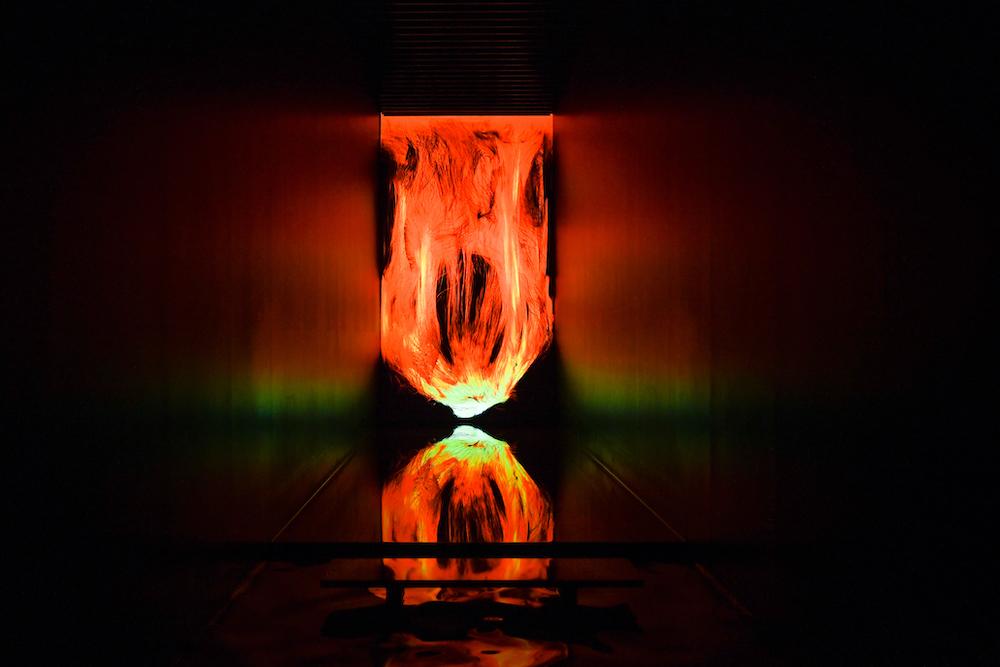 憑依する炎 / Universe of Fire Particles teamLab, 2021, Digital Installation, Continuous Loop, Sound: Hideaki Takahashi