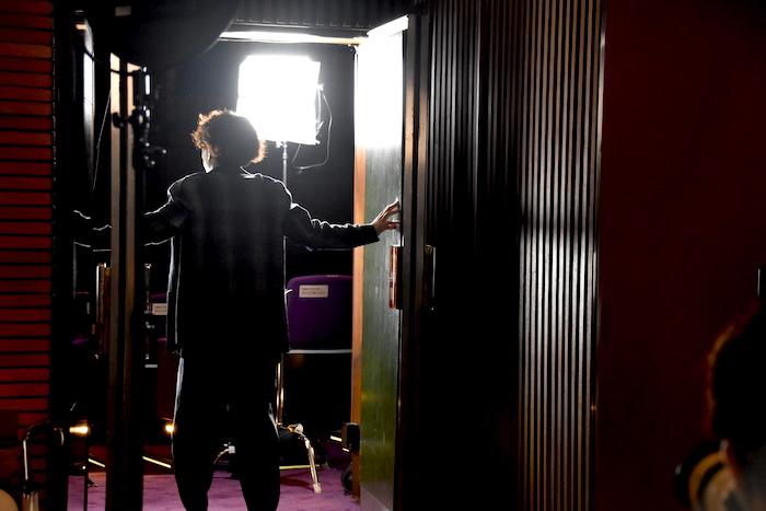 光り輝く劇場の中へ