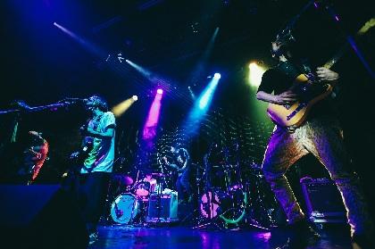初期2作の完全再現ライブが証明した、既存フォーマットを打ち破るロックバンド・髭の何たるか