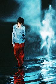 米津玄師、水面に佇む幻想的な最新ビジュアル解禁 新曲「Pale Blue」を初公開