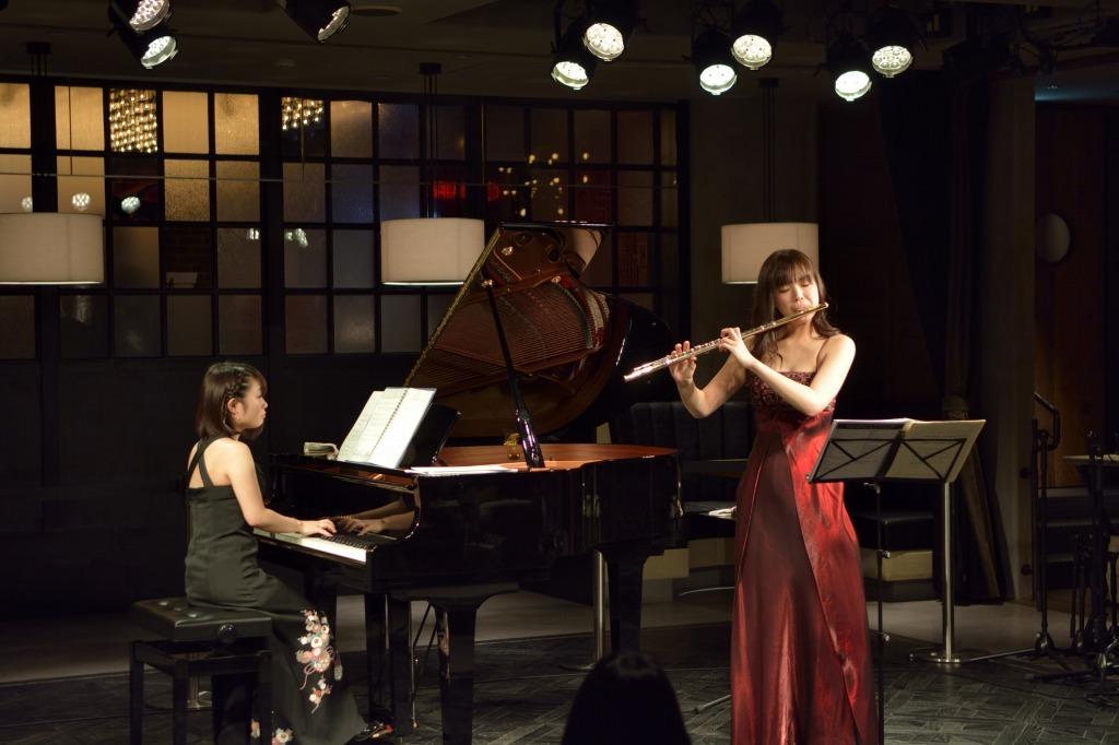 小澤佳永(ピアノ)、竹山愛(フルート)