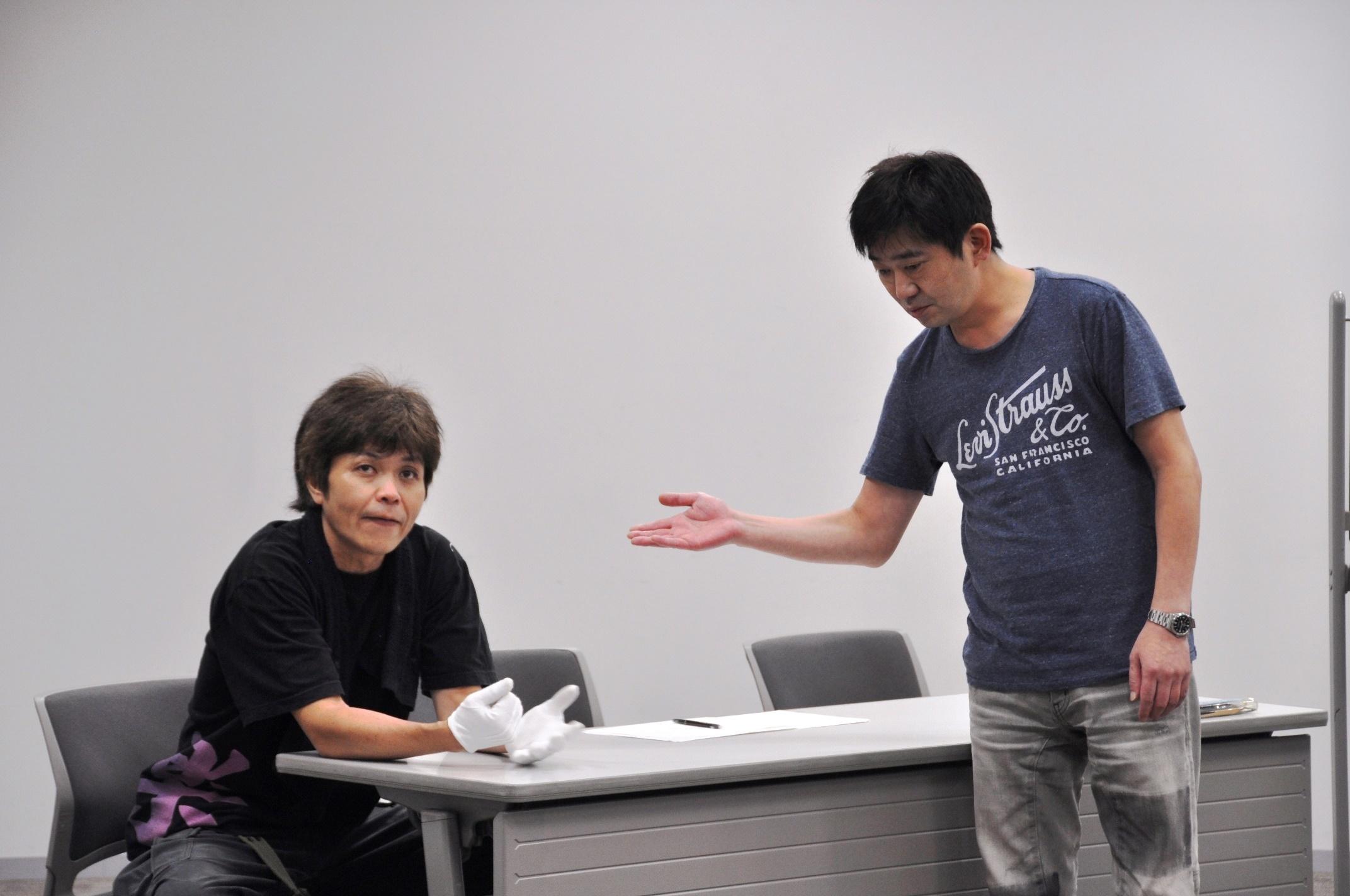 同じくコメンテイターとして出演した羽曳野の伊藤(久保田浩/稽古中も白手袋をしていることに注目!)は、誰も予測不可能な言動の連発で、番組を引っかき回していく。