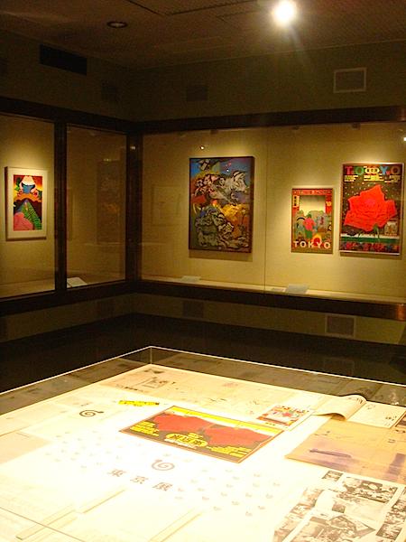 粟津潔が手がけたポスターや、『東京展』開催時の資料も展観