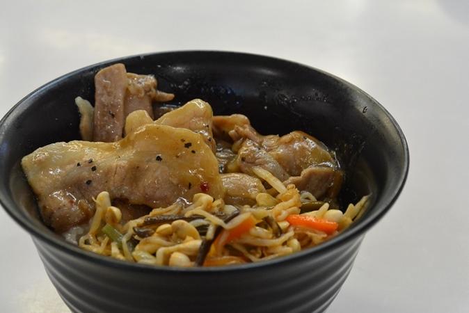 豚塩カルビのビビンバ丼(520円)
