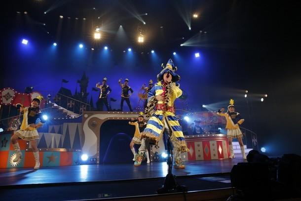 遊助「あの・・ドリームランドに来ちゃったんですケド。」兵庫・神戸国際会館こくさいホール公演の様子。(写真提供:ソニー・ミュージックレコーズ)