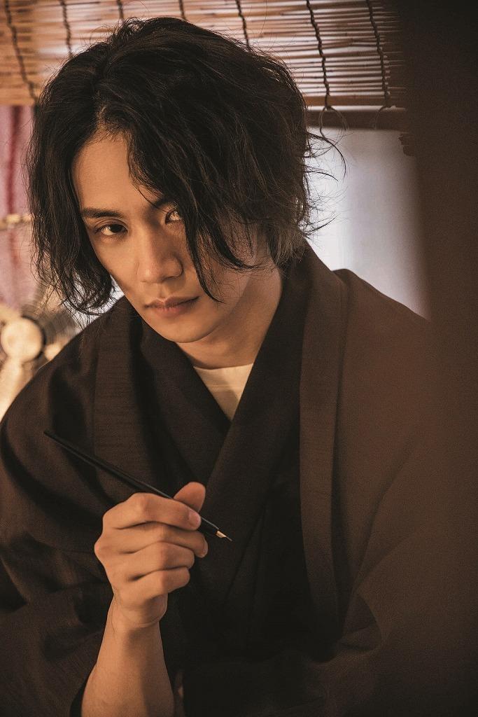 『前川優希カレンダーブック2021.04-2022.03』より