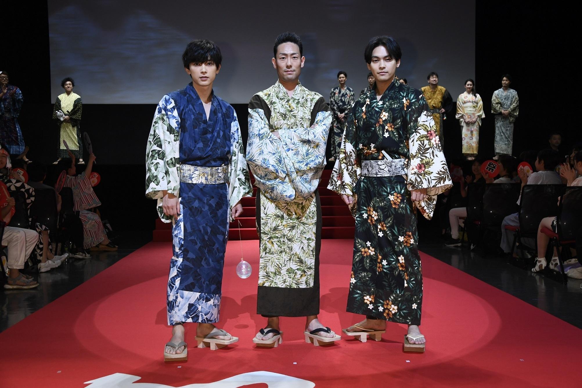左から、吉沢亮、中村勘九郎、柳楽優弥