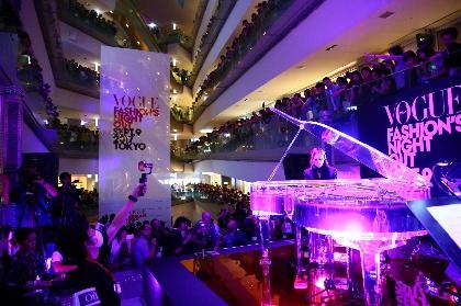 YOSHIKI、サプライズ演奏で3,400人を魅了!『VOGUE FASHION'S NIGHT OUT 2017』オープニング・セレモニーに出演