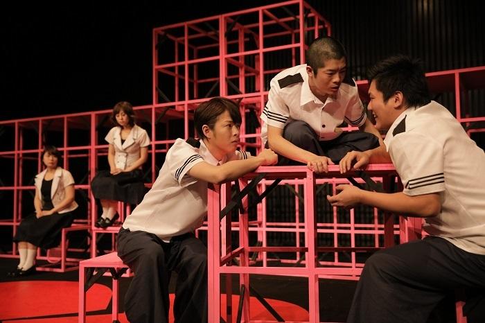 匿名劇壇『プレゼントタイム・ハローグッバイ』(2015年) [撮影]堀川高志(kutowans studio)