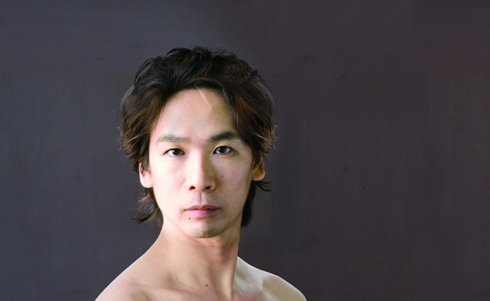 久保綋一芸術監督。バレエを通じて日本文化を世界へと奮闘している。2015年には文化庁芸術祭賞の新人賞を受賞