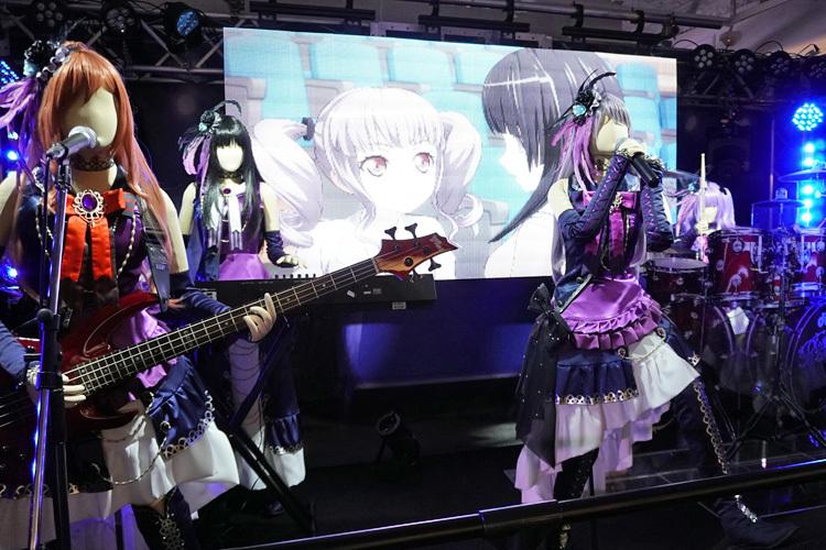 「Roselia」のステージ ライブ中