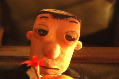 【映画レビュー】『朱の路』精巧なコマ撮りアニメでつづる、娘を亡くしたピアニストの切なく不思議な旅