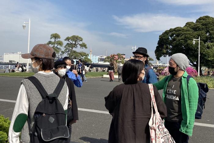 1日目、横浜の歴史を体感しようと劇場近く(山下公園から中華街まで)を歩く。 (写真提供:庭劇団ペニノ)