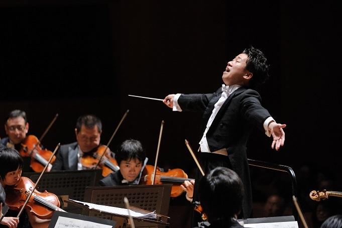 最高の音楽をお届けいたします。ぜひお越しください! (C)青柳聡 写真提供:神奈川フィルハーモニー管弦楽団